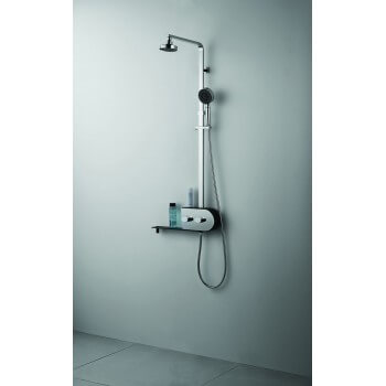 Shower in stainless steel feature tropical rain mist